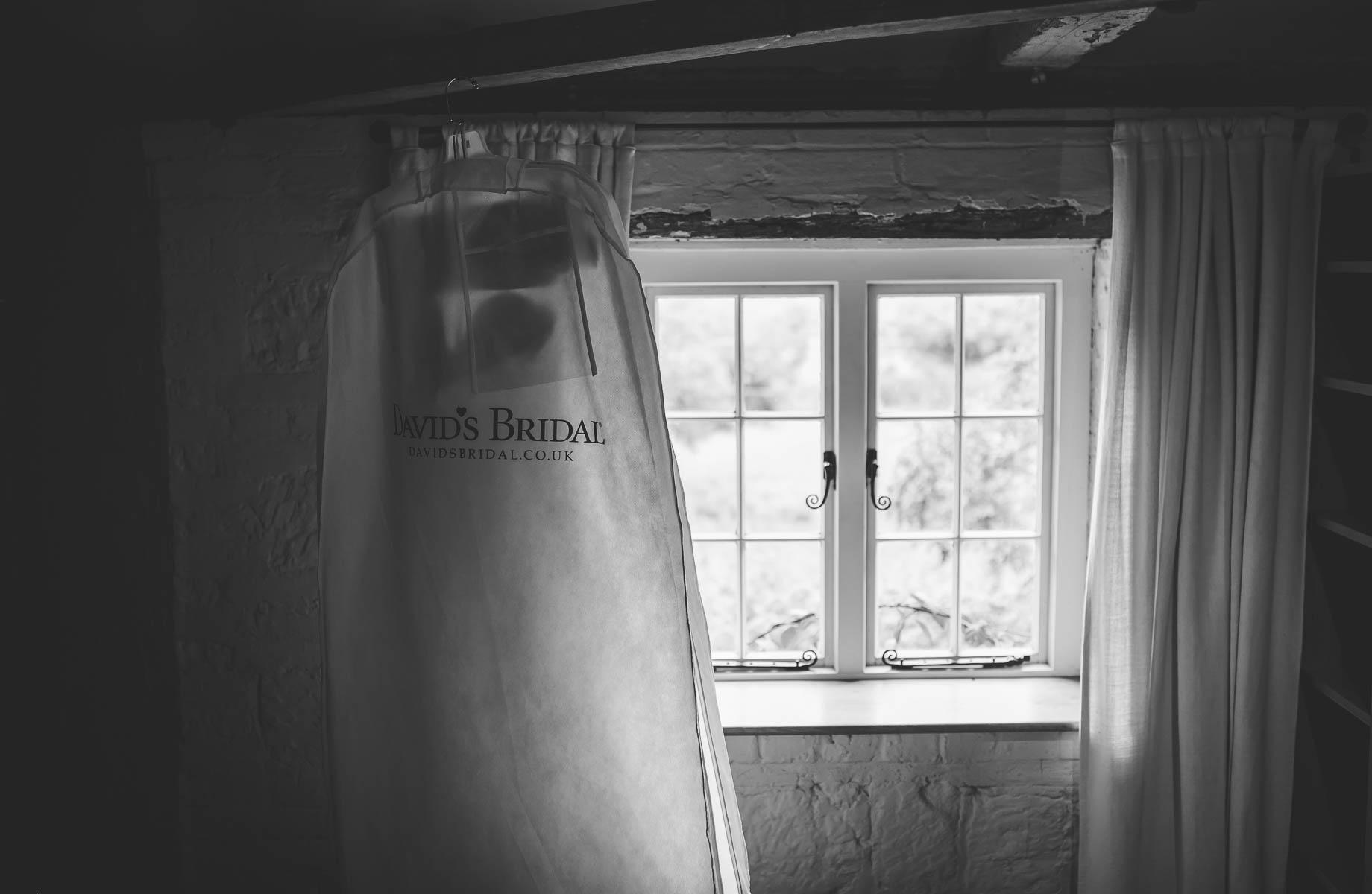 Bury Court Barn wedding photography - Guy Collier Photography - Karen and John (12 of 166)