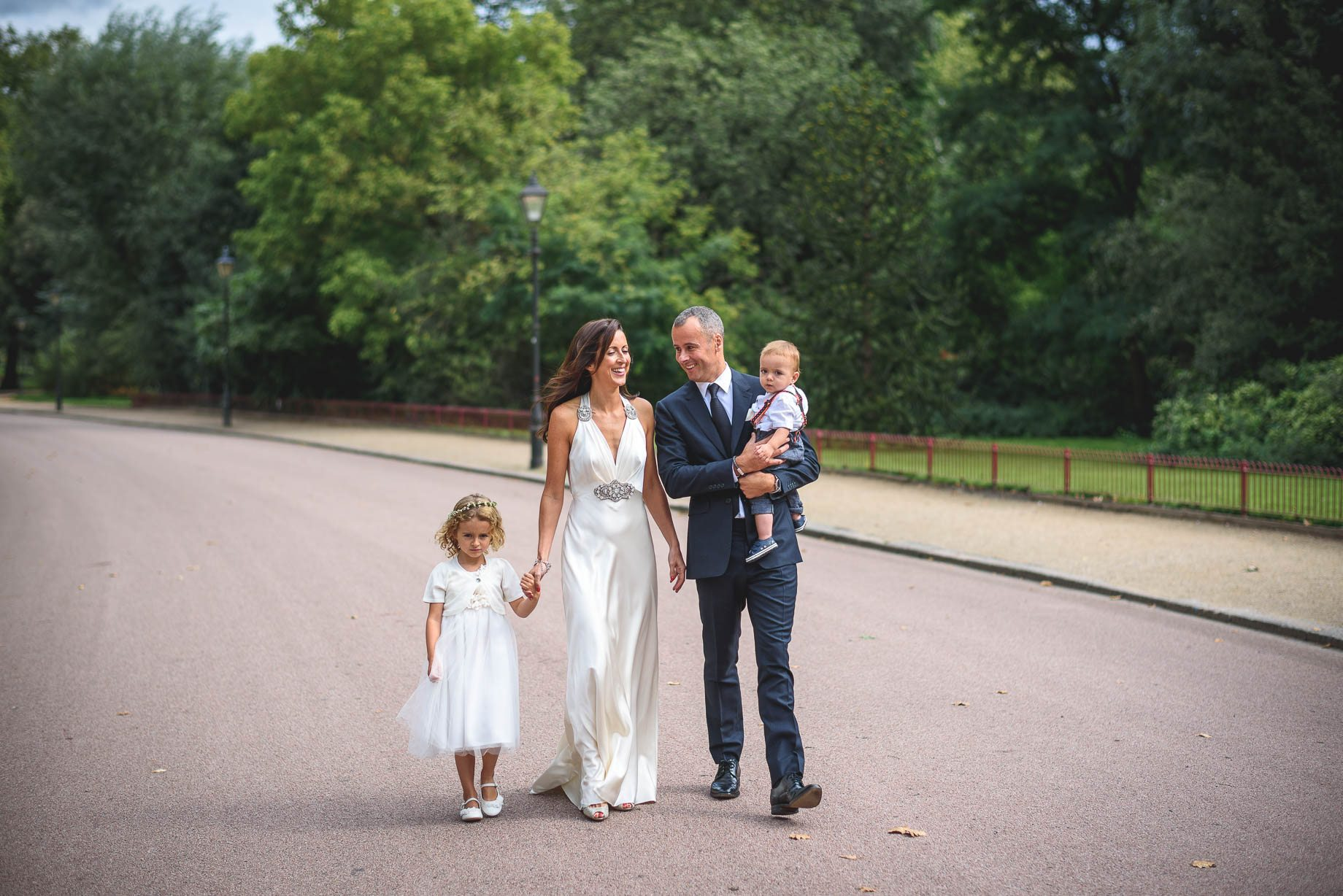 Chelsea-and-Mayfair-wedding-photography-Guy-Collier-Vicki-and-Damien-79-of-126