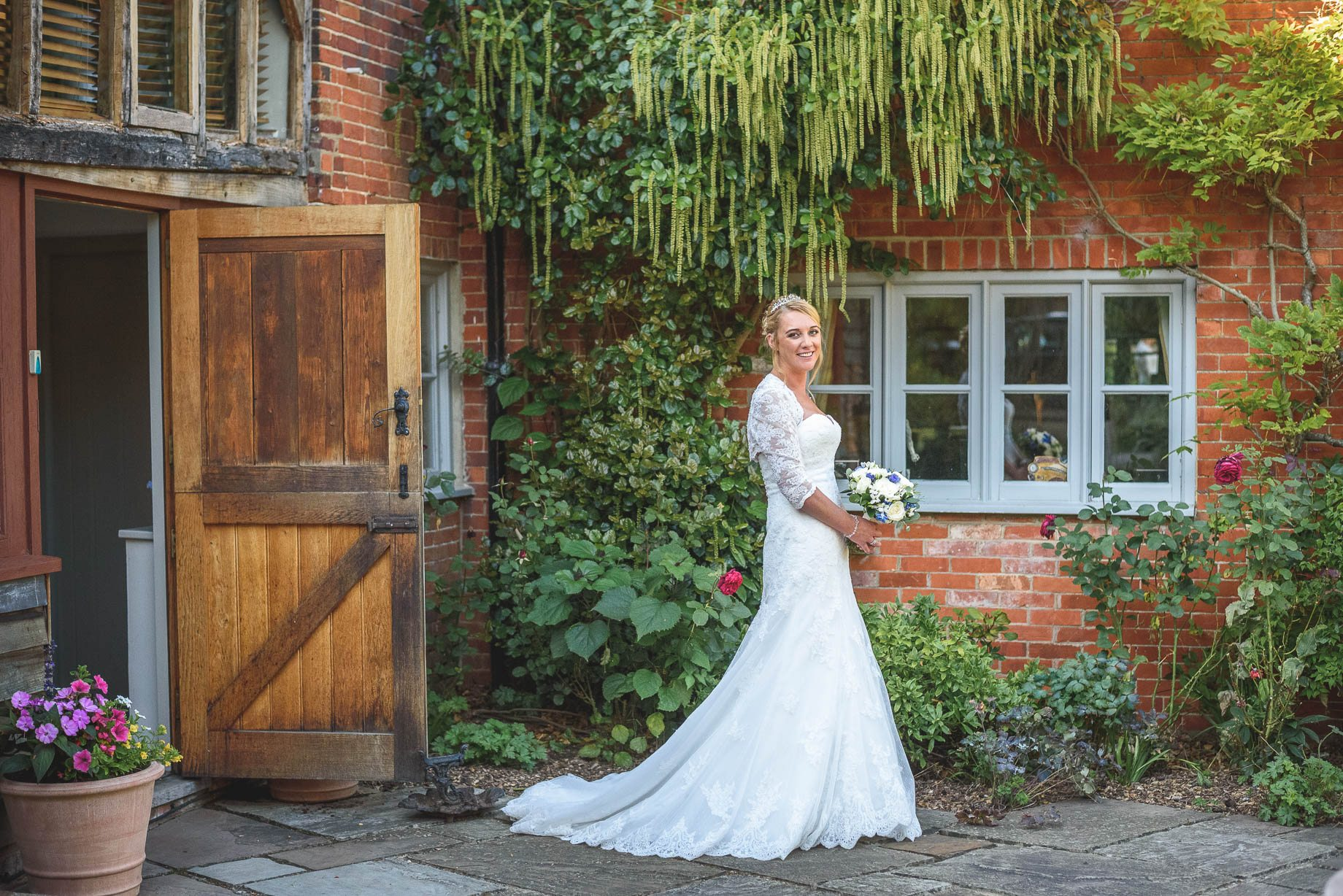 Hampshire wedding photography - Emily and Rob - Guy Collier Photography (117 of 192)