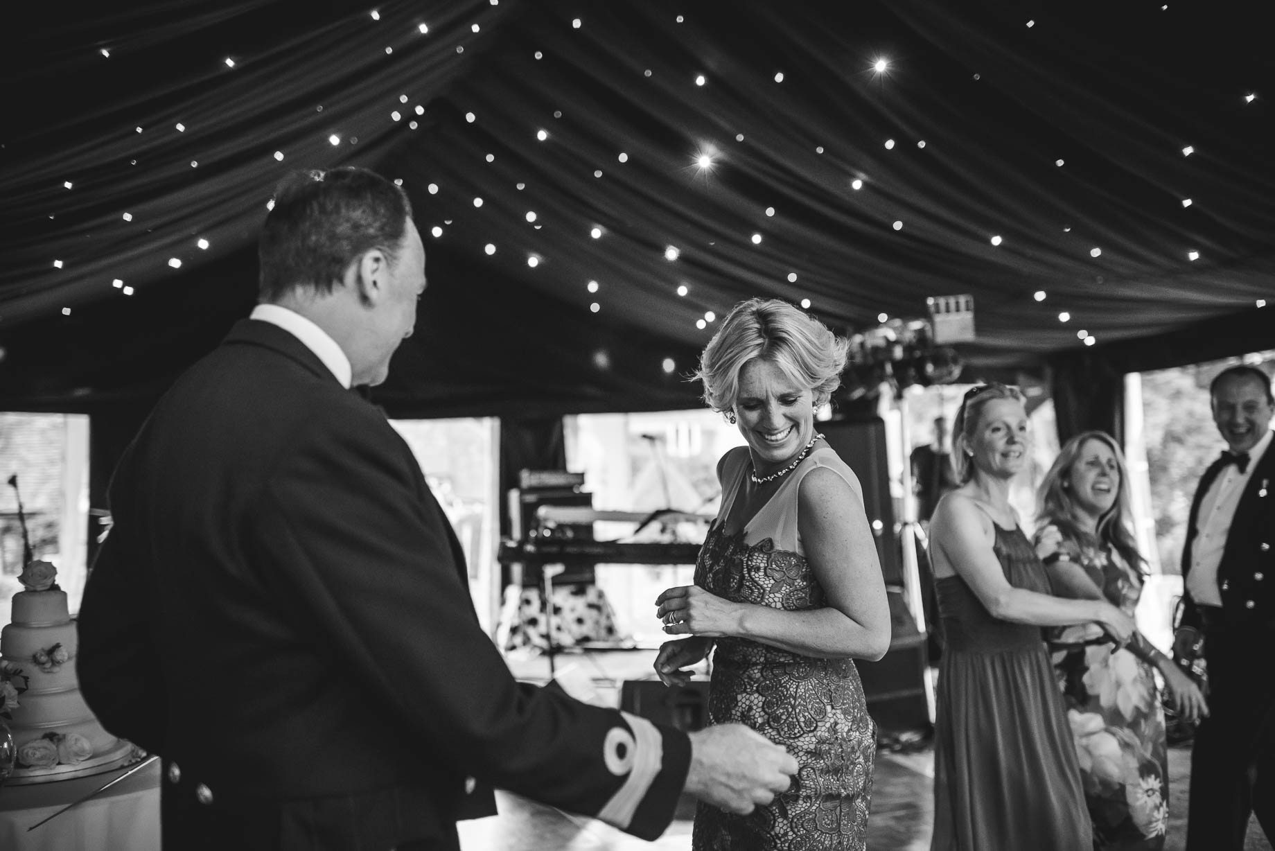 Hampshire wedding photography - Emily and Rob - Guy Collier Photography (178 of 192)
