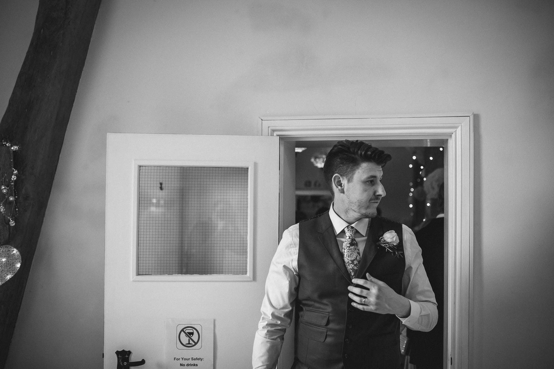 Hampshire wedding photography by Guy Collier - Emily and Tom (154 of 164)