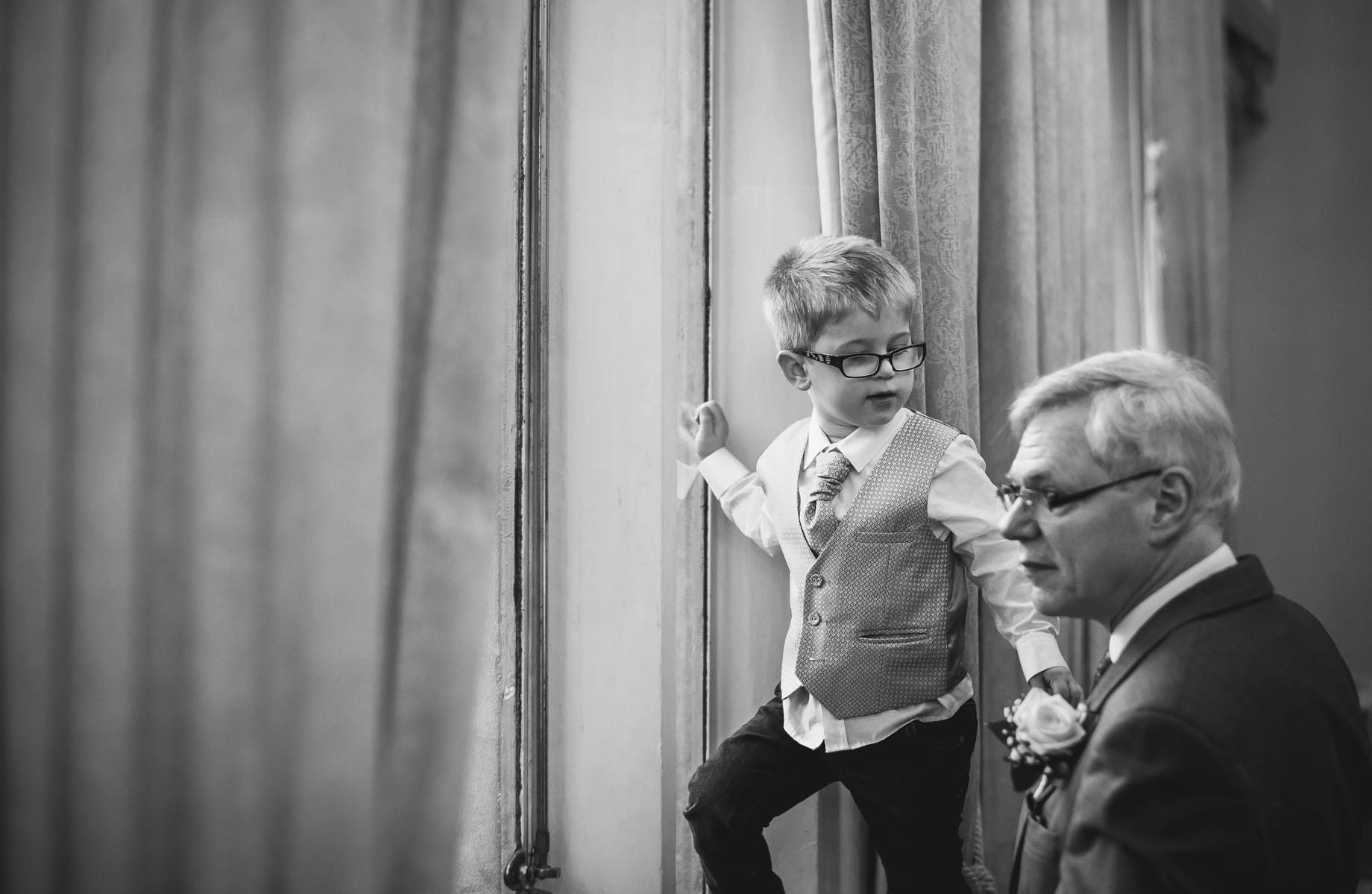 Surrey Wedding Photography - Emily and Pete by Guy Collier Photography (124 of 171)