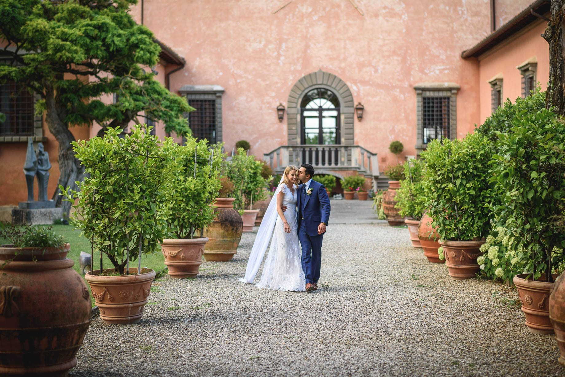 Tuscany wedding photography - Roisin and Moubin - Guy Collier Photography (140 of 251)