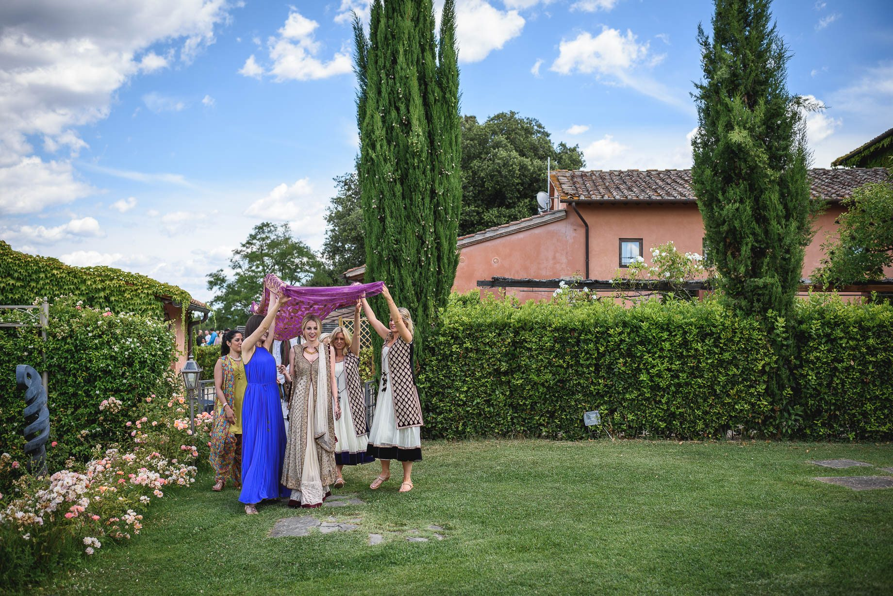 Tuscany wedding photography - Roisin and Moubin - Guy Collier Photography (55 of 194)